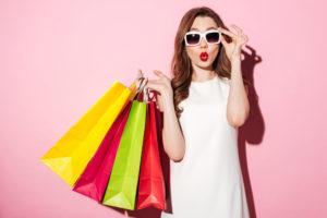 買い物女性の画像