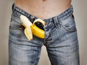 男性のズボンからバナナ