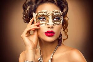 仮面の女性